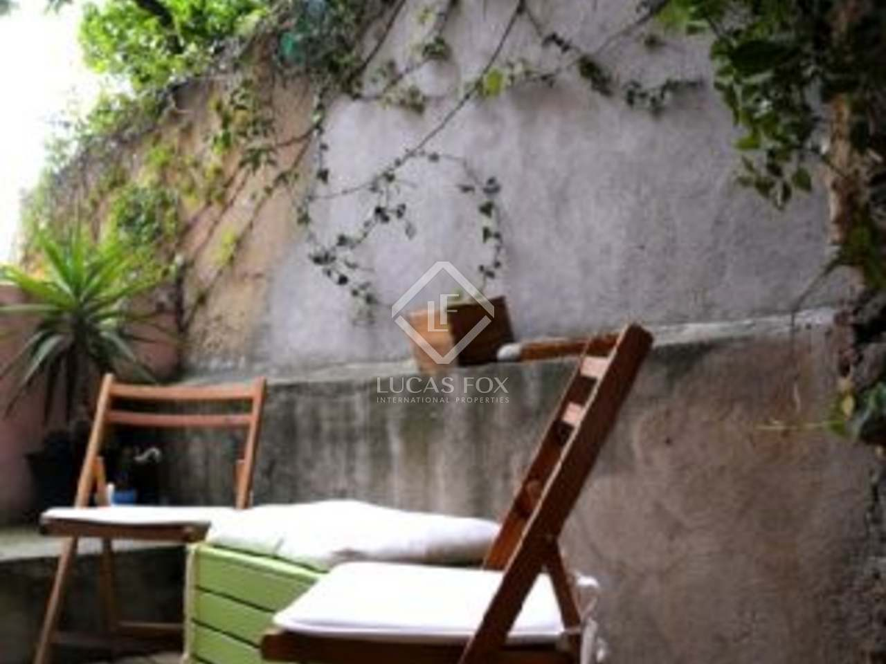 A charming two bedroom apartment for sale in a stylish renovated old palace in Lisbon.