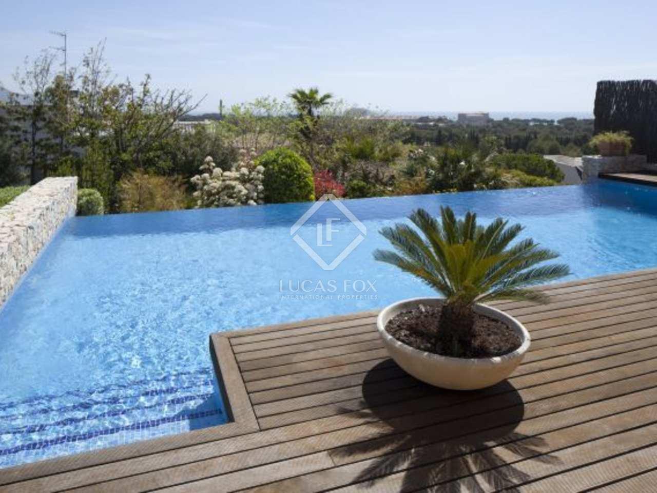 Casa familiar con piscina infinita y fant sticas vistas en for Piscina sitges
