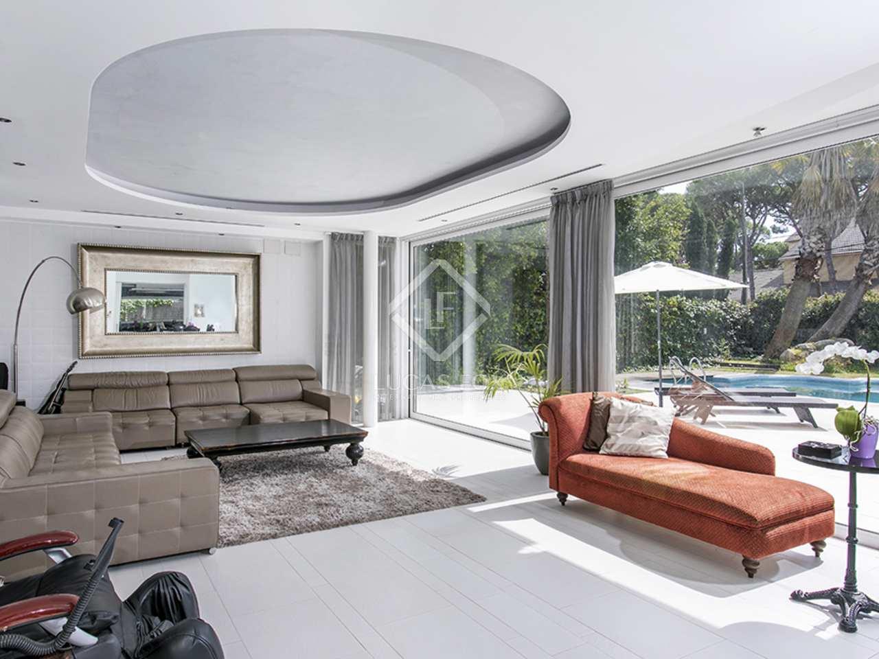 Huis villa van 704m te koop met 743m tuin in castelldefels for Huis te koop borgerhout met tuin
