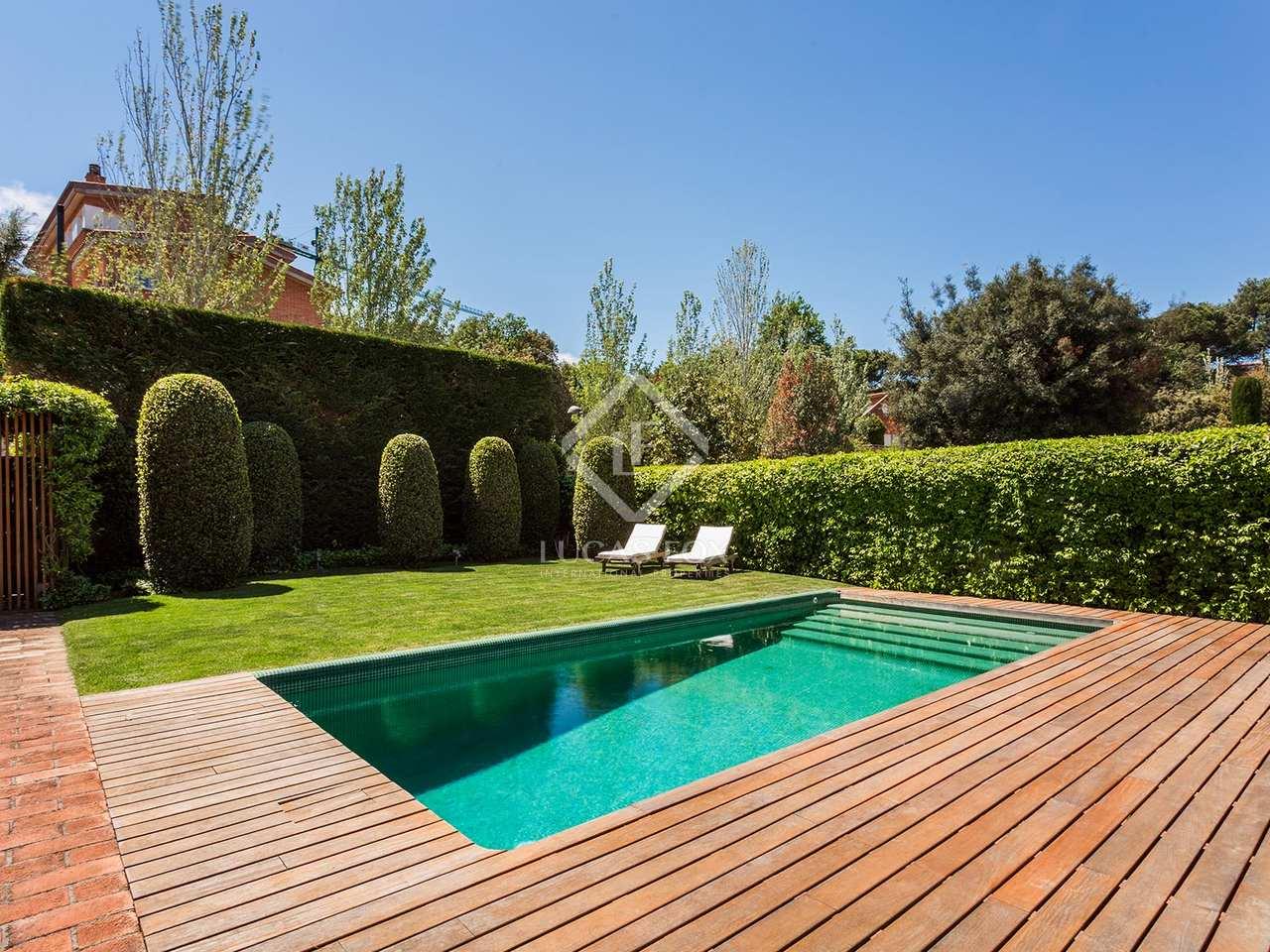 Casa de 5 dormitorios con jard n y piscina en venta en - Piscina sant cugat ...