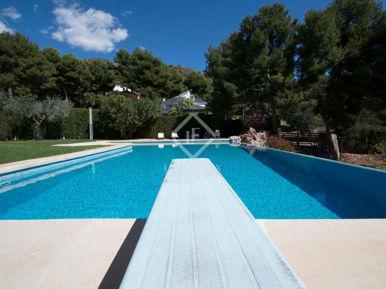 Villa de luxe en vente monasterios pr s de la ville de for Piscine du polygone valence