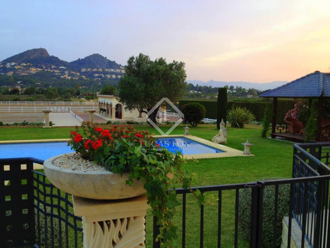 Maison villa de 556m a vendre d nia avec 10 914m de for Jardin anglais caracteristiques