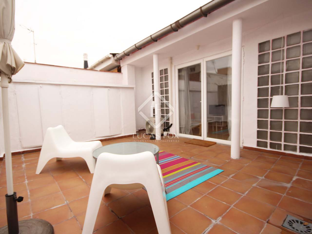 Piso de 85m con terraza de 25m en alquiler en cortes for Pisos con terraza madrid
