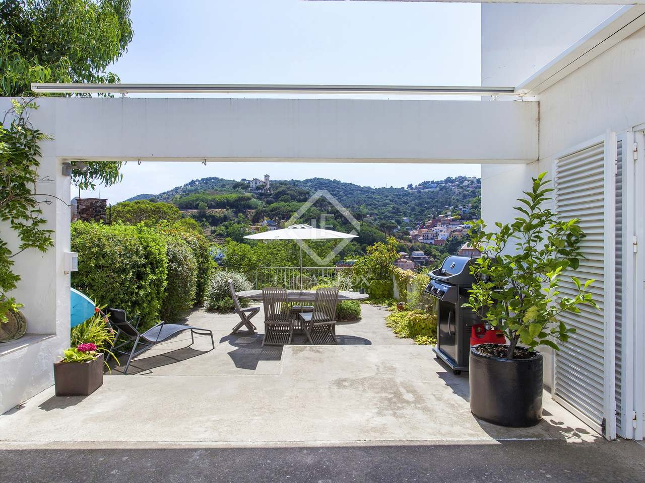 395m haus villa mit 605m garten zur miete in sarri. Black Bedroom Furniture Sets. Home Design Ideas
