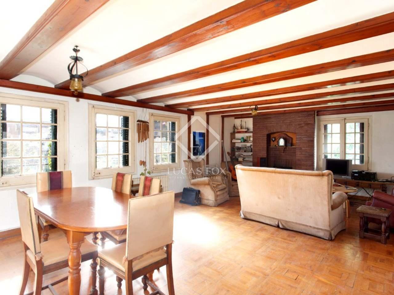 maison de style anglais avec l ments modernistes en vente dans la zona alta de barcelone. Black Bedroom Furniture Sets. Home Design Ideas