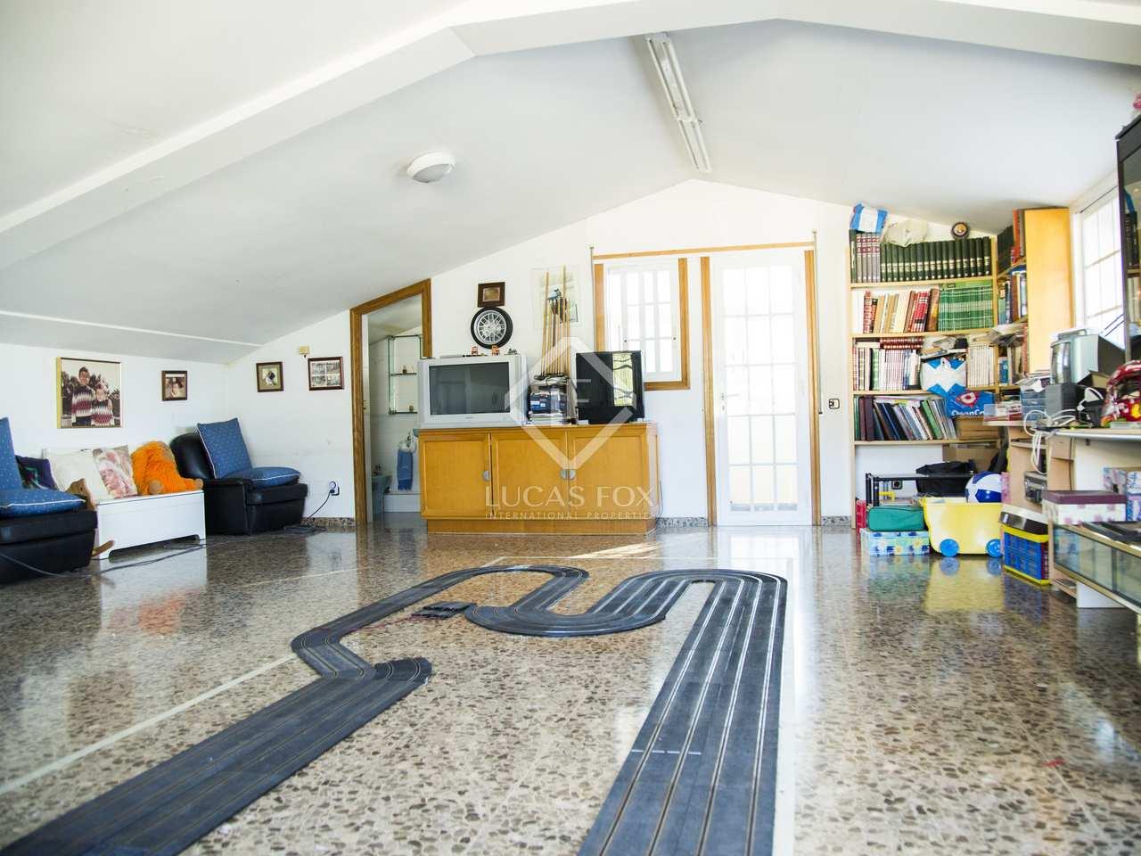 Casa de 428m con 60m de terraza en venta en castelldefels for Gimnasio 55 minutos