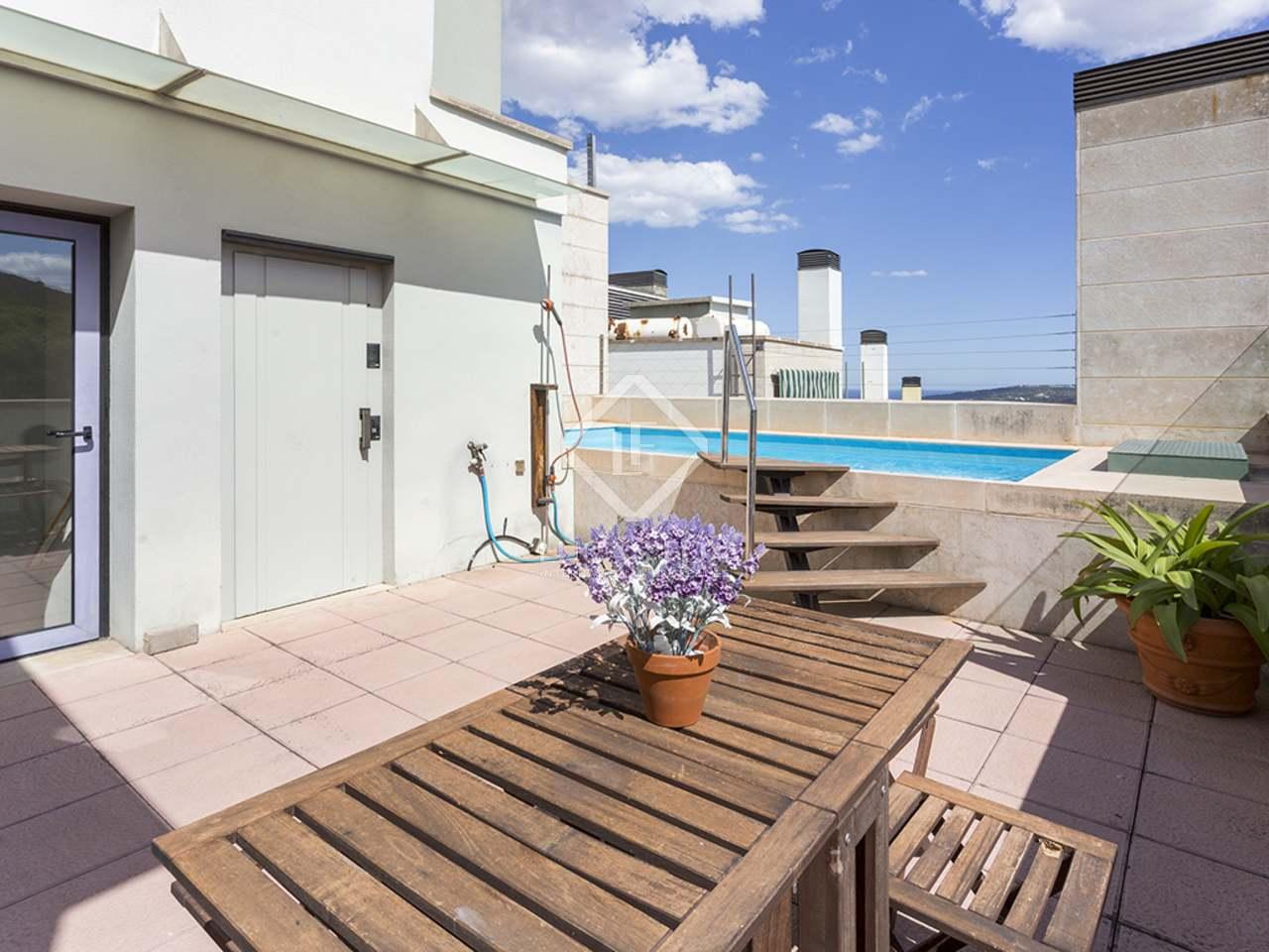 Casa de 260m con piscina en la azotea en venta en sarri for Casas con piscina baratas barcelona