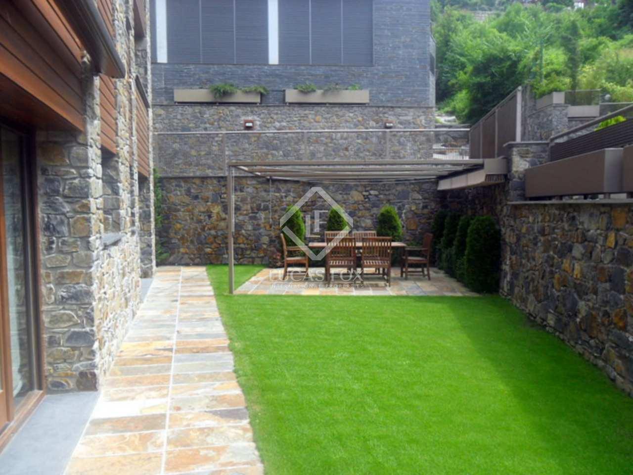 Superbe appartement avec jardin en vente els vilars for Piscine andorre