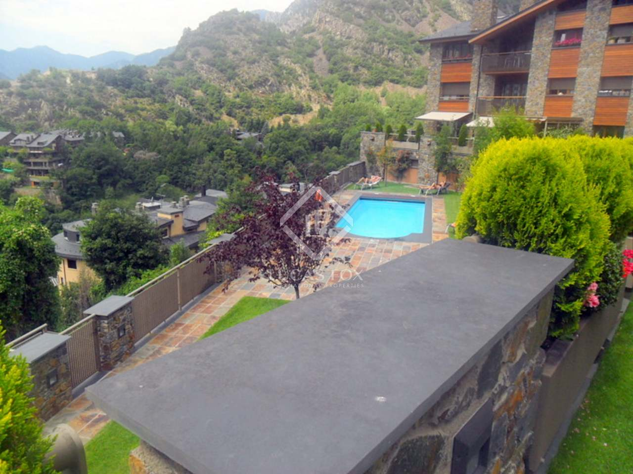 Superbe appartement avec jardin en vente els vilars for Piscine andorre caldea