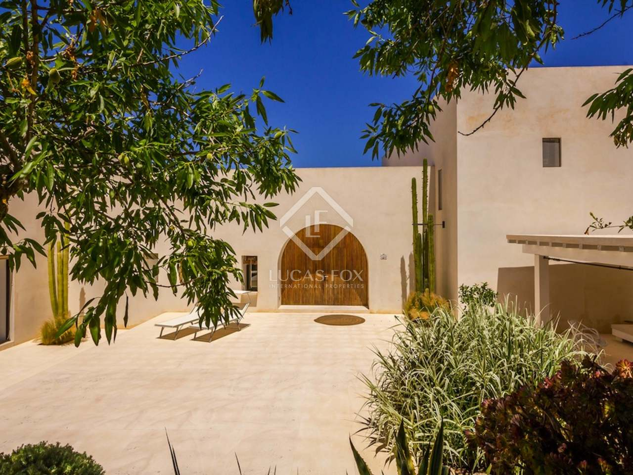 Wonderful house for sale in the countryside of san mateo for Wonderful house