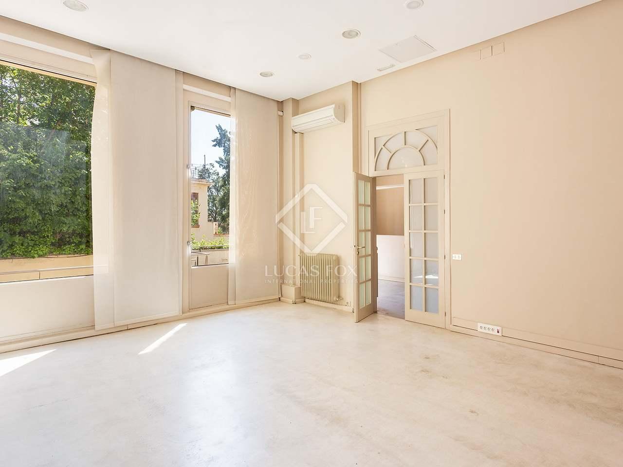 modernista haus zu renovieren in barcelonas zona alta. Black Bedroom Furniture Sets. Home Design Ideas