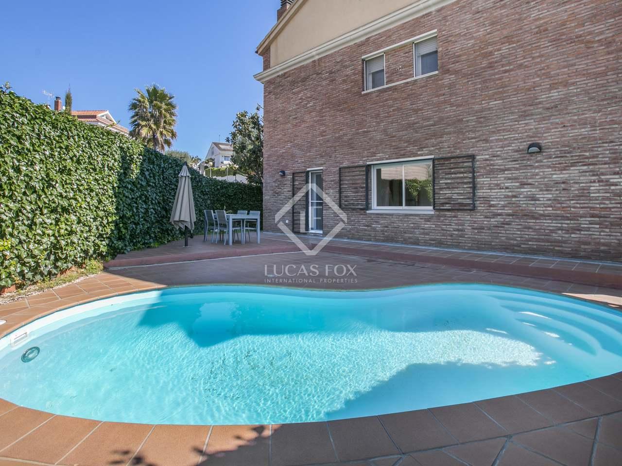 Casa con jard n y piscina en venta en premi de dalt for Piscina premia de mar