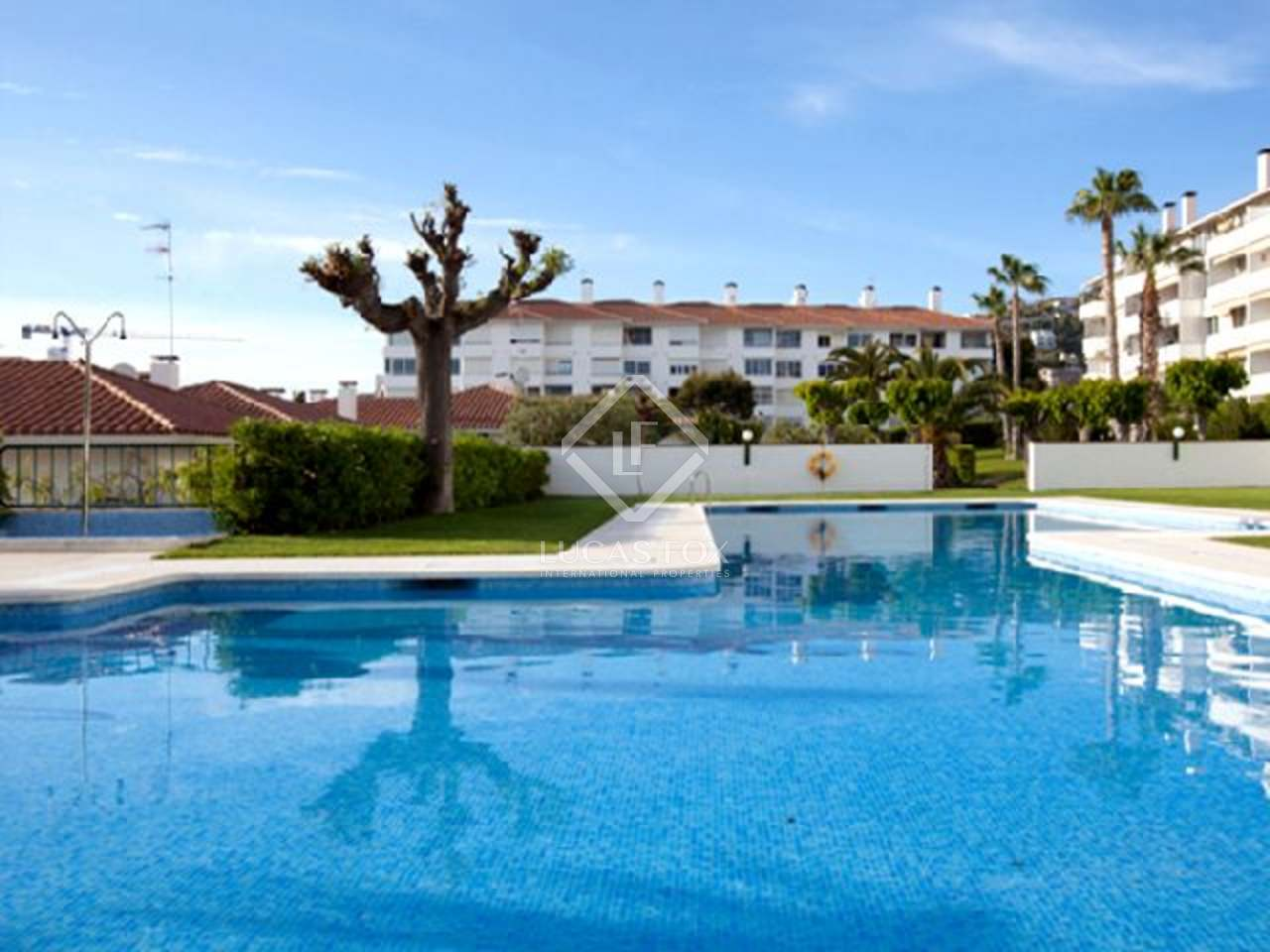 D plex de 4 dormitorios con piscina en venta en sitges for Piscina sitges