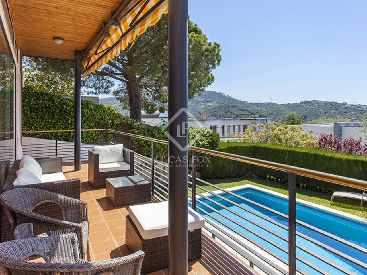 Excelente casa familiar en alquiler en sant just desvern for Casa con jardin alquiler barcelona