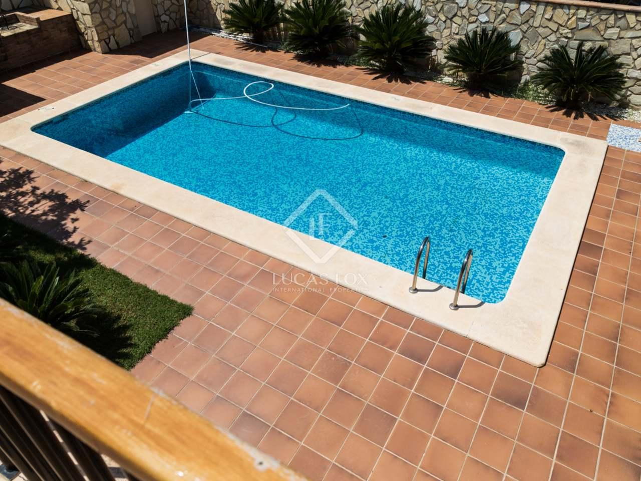 Preciosa villa con piscina en venta en la eliana valencia for Piscina jardin valencia