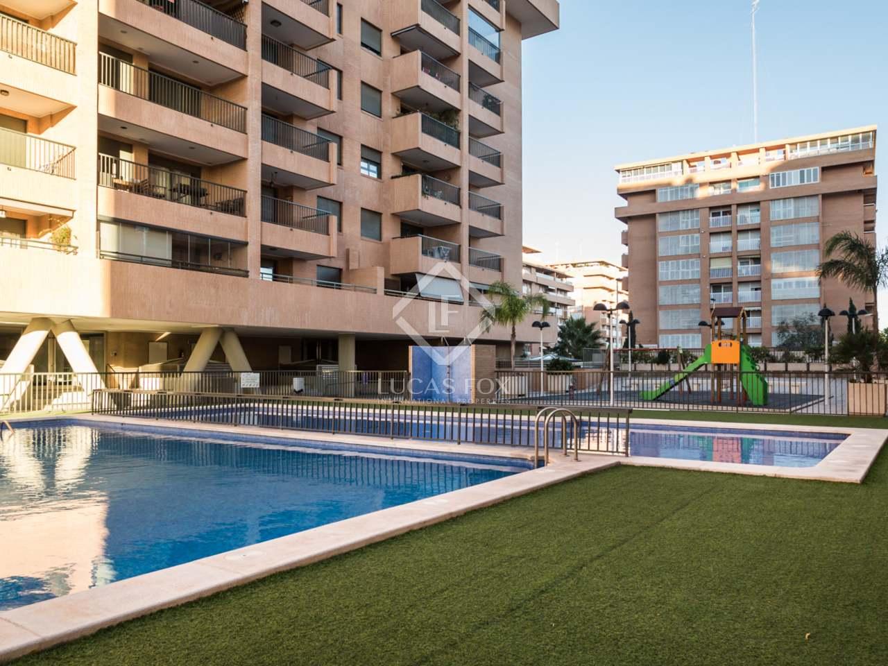 Apartamento en venta en una urbanizaci n con piscina en la for Apartamentos con piscina en valencia