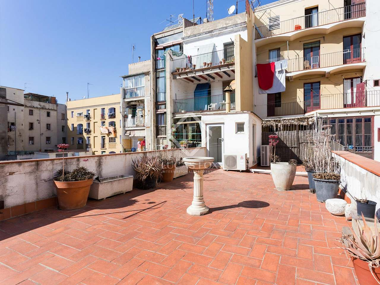 Apartamento principal con terraza en venta en el raval for Terrazas 1280 a