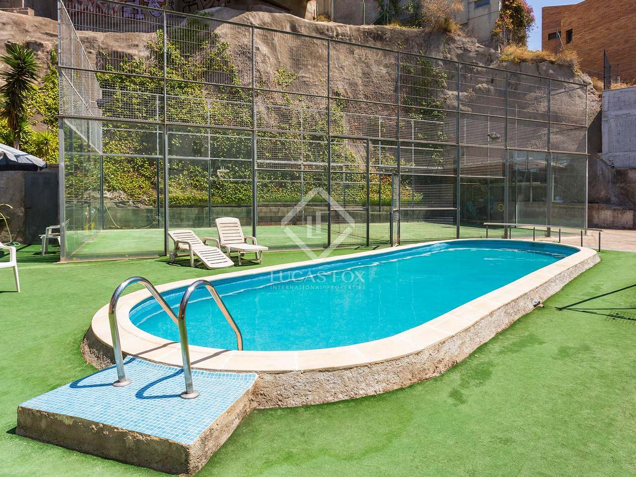 Casa de 5 dormitorios con piscina en alquiler en gracia for Casas con piscina para alquilar