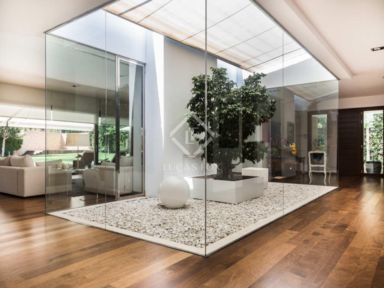 Villa de lujo en venta en rocafort valencia for Casa minimalista lujo