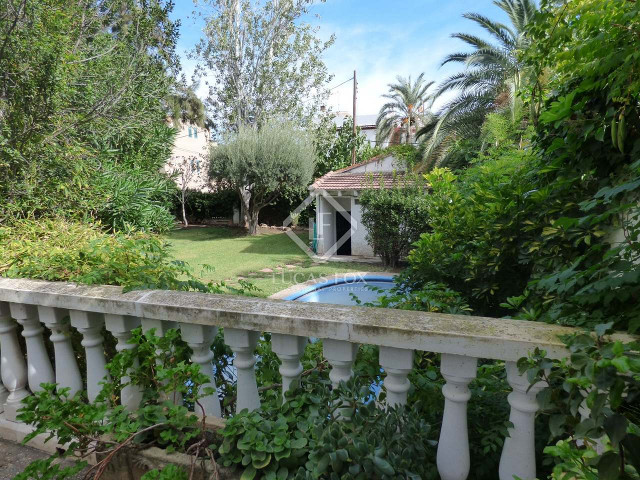 Classic villa with garden and pool for sale in rocafort for Garden pool for sale
