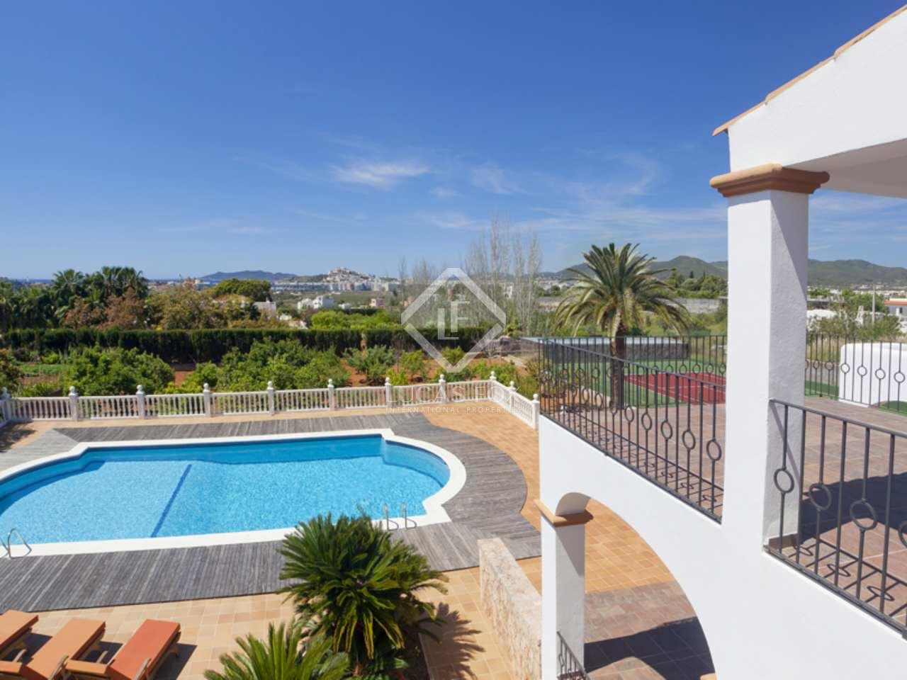 Villa de lujo en venta en talamanca ibiza con vistas al mar for Ciudad jardin ibiza