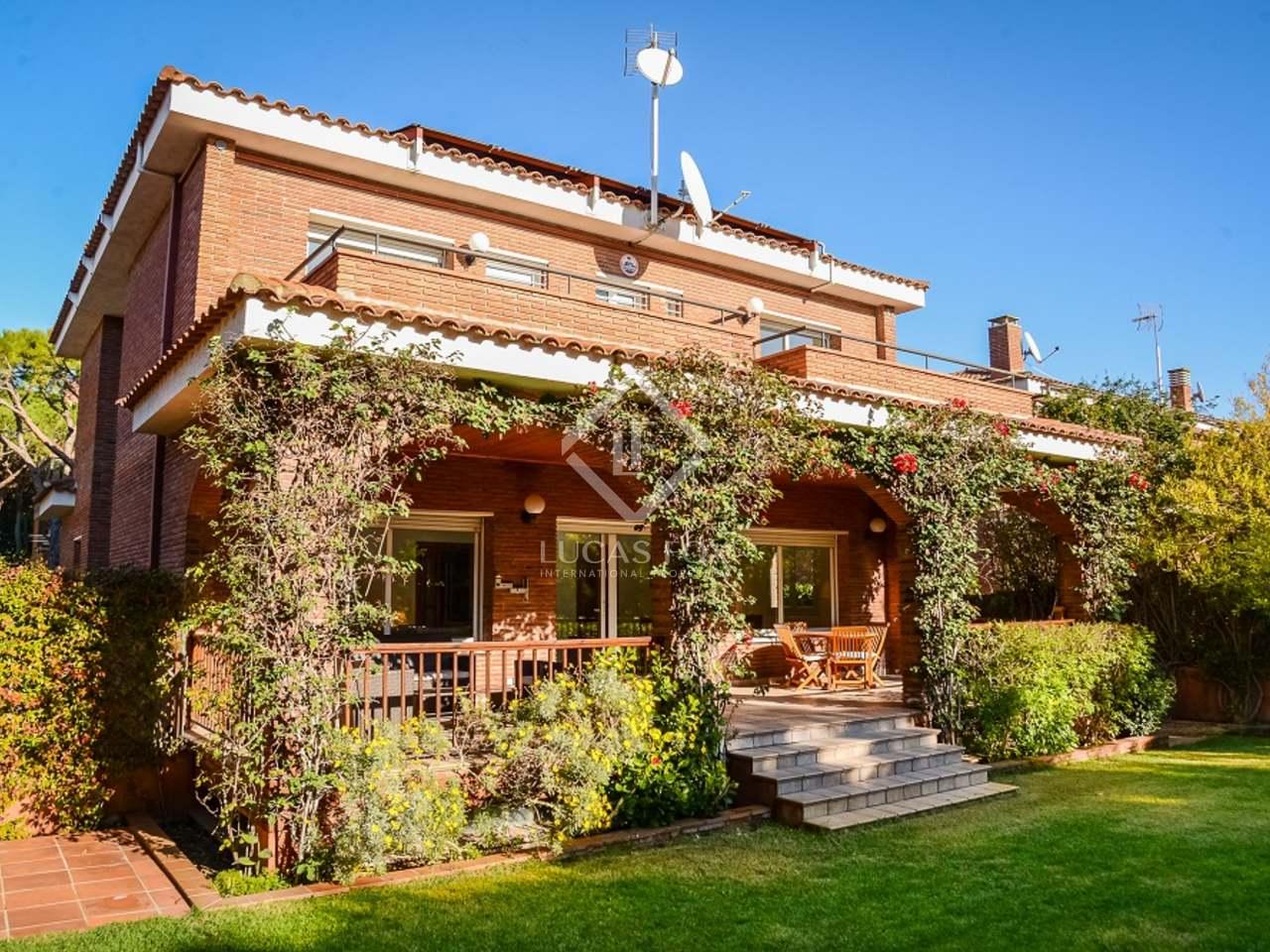 maison villa de 488m a louer castelldefels barcelone. Black Bedroom Furniture Sets. Home Design Ideas