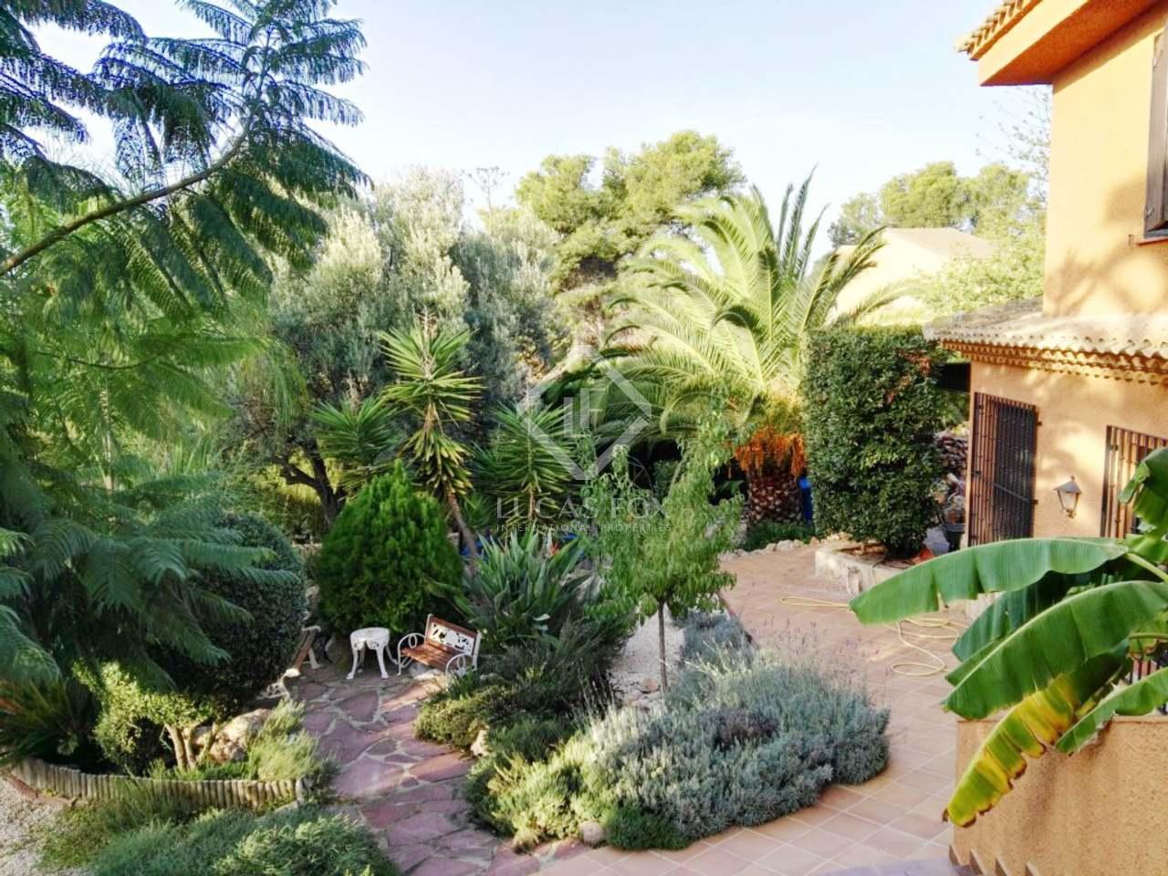 Classic 6 bedroom villa for sale in monasterios valencia for Villas valencia