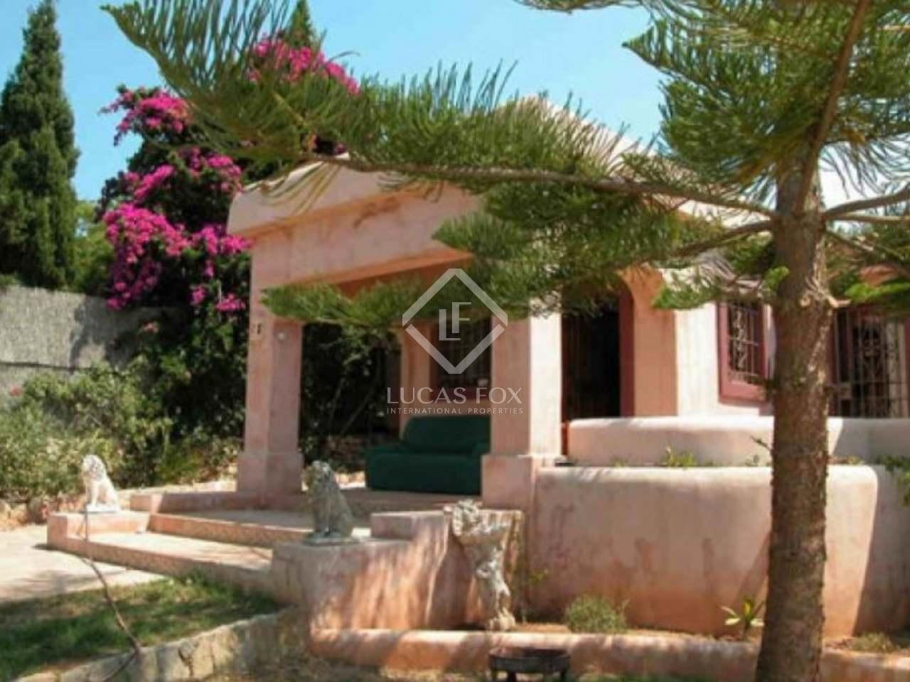 Casa de 4 dormitorios con jard n y piscina en venta en ibiza for Ciudad jardin ibiza