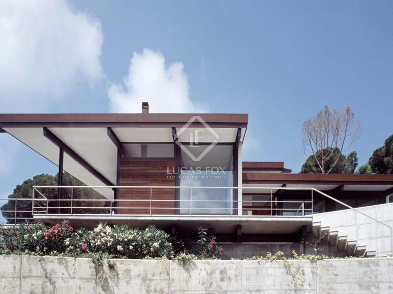 Modern style seafront property at the Costa Brava to buy