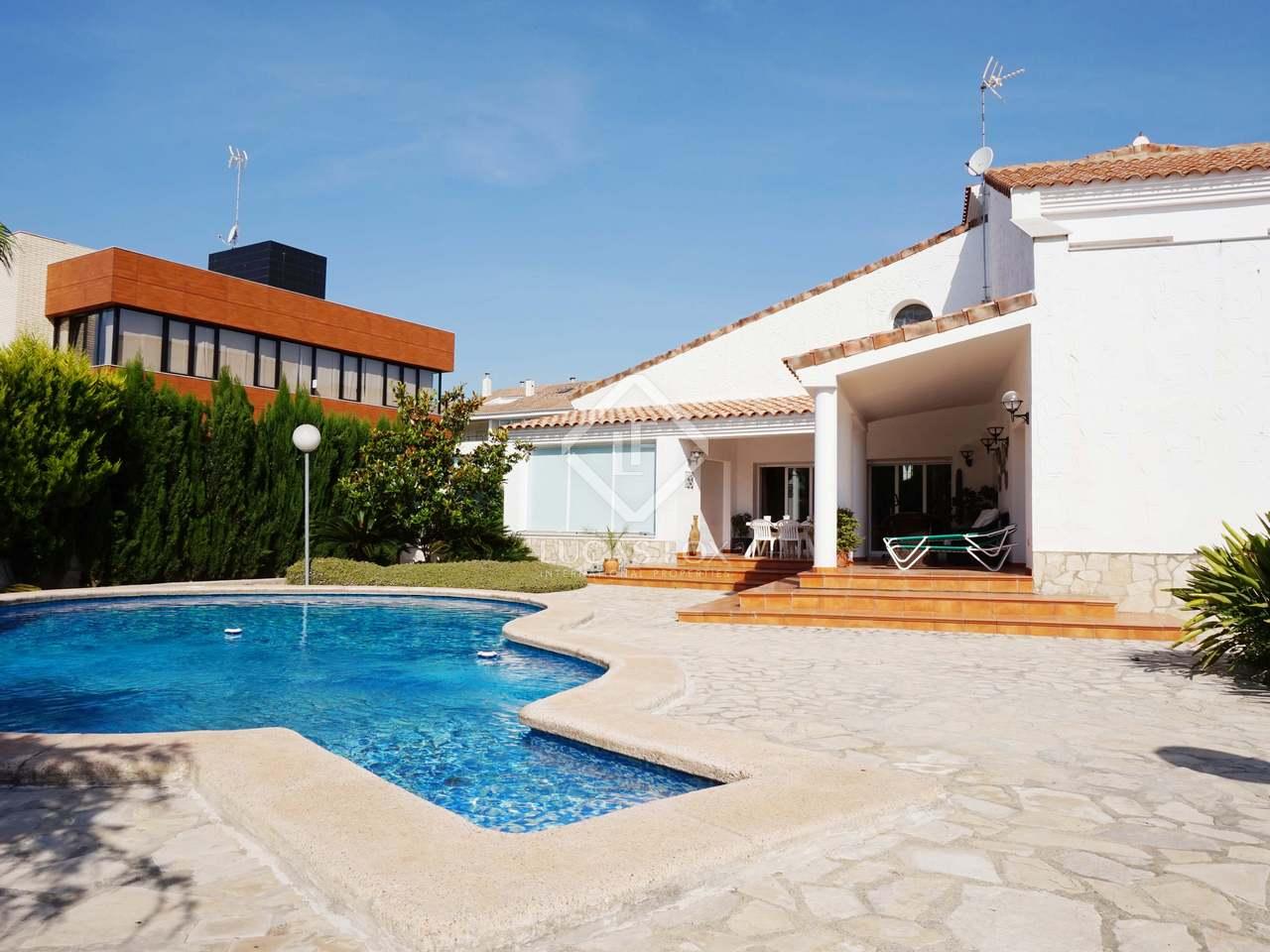 Villa de estilo ibicenco en venta en alfinach valencia for Villas valencia