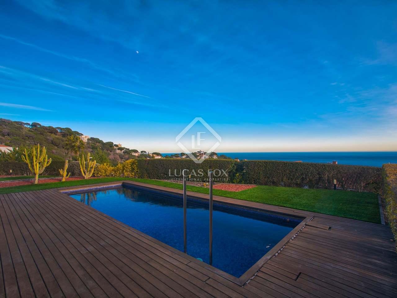 Casa moderna de 4 dormitorios con piscina en venta en tei for Casa moderna 44 belvedere