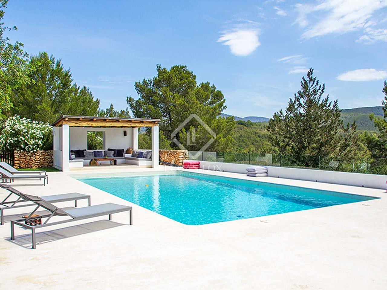 Renovated finca for sale in cala jondal ibiza for Classic ibiza house tracks