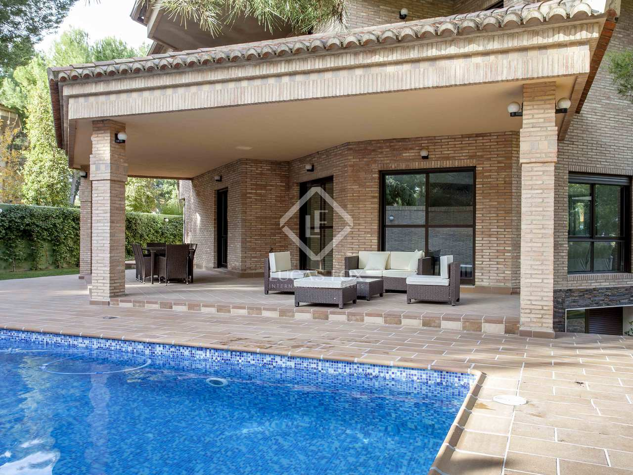 Stunning new 6 bedroom villa for rent in la eliana valencia for Villas valencia