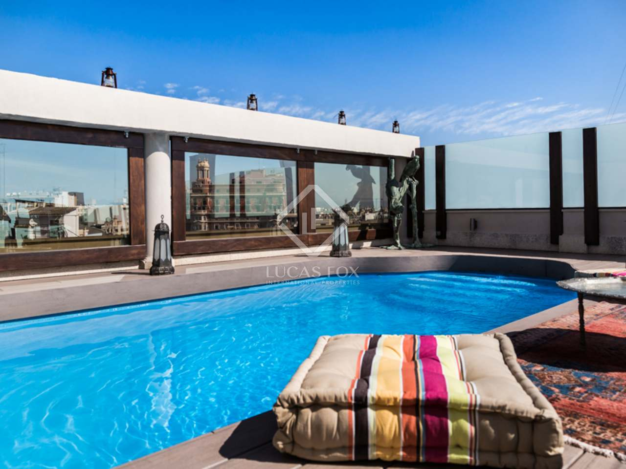 Penthouse de style oriental en vente avec piscine au for Vente tuyau piscine