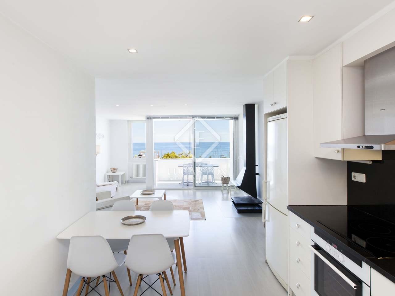 65m wohnung mit 6m terrasse zum verkauf in sitges town. Black Bedroom Furniture Sets. Home Design Ideas