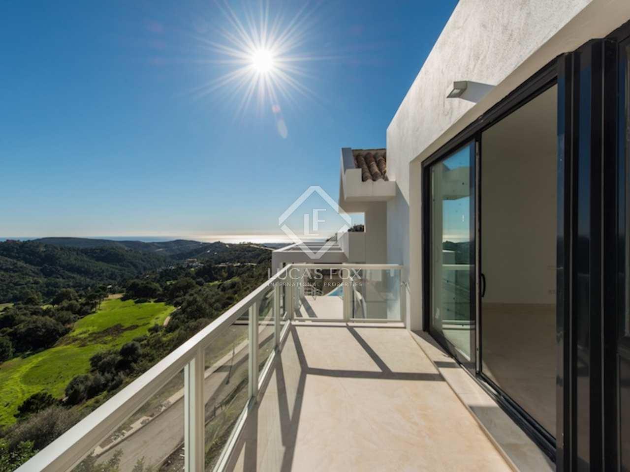 Villa contempor nea de nueva construcci n de 6 dormitorios for Piscina infinita construccion