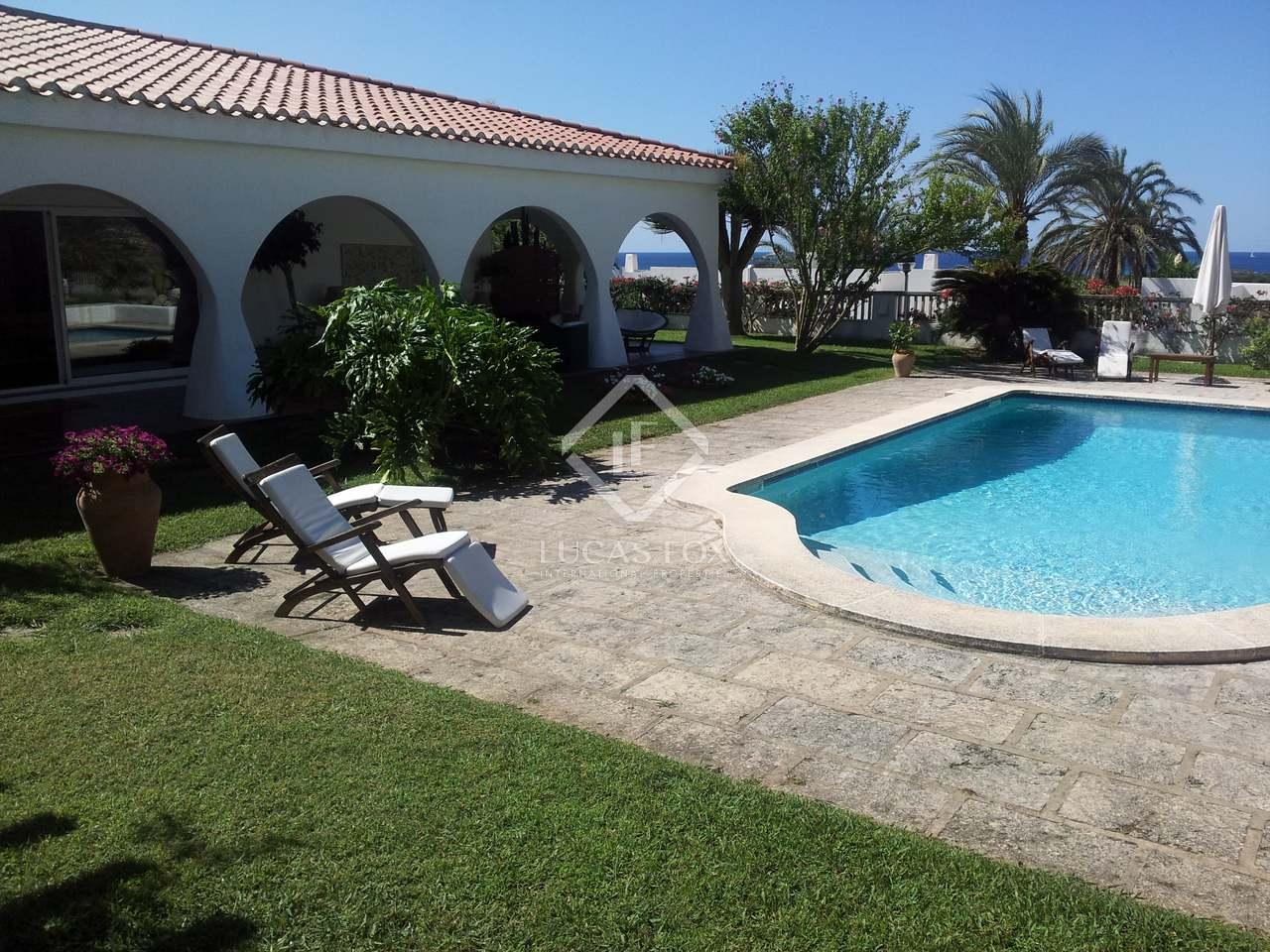 200 M Villa With 1 800 M Garden For Sale In Menorca