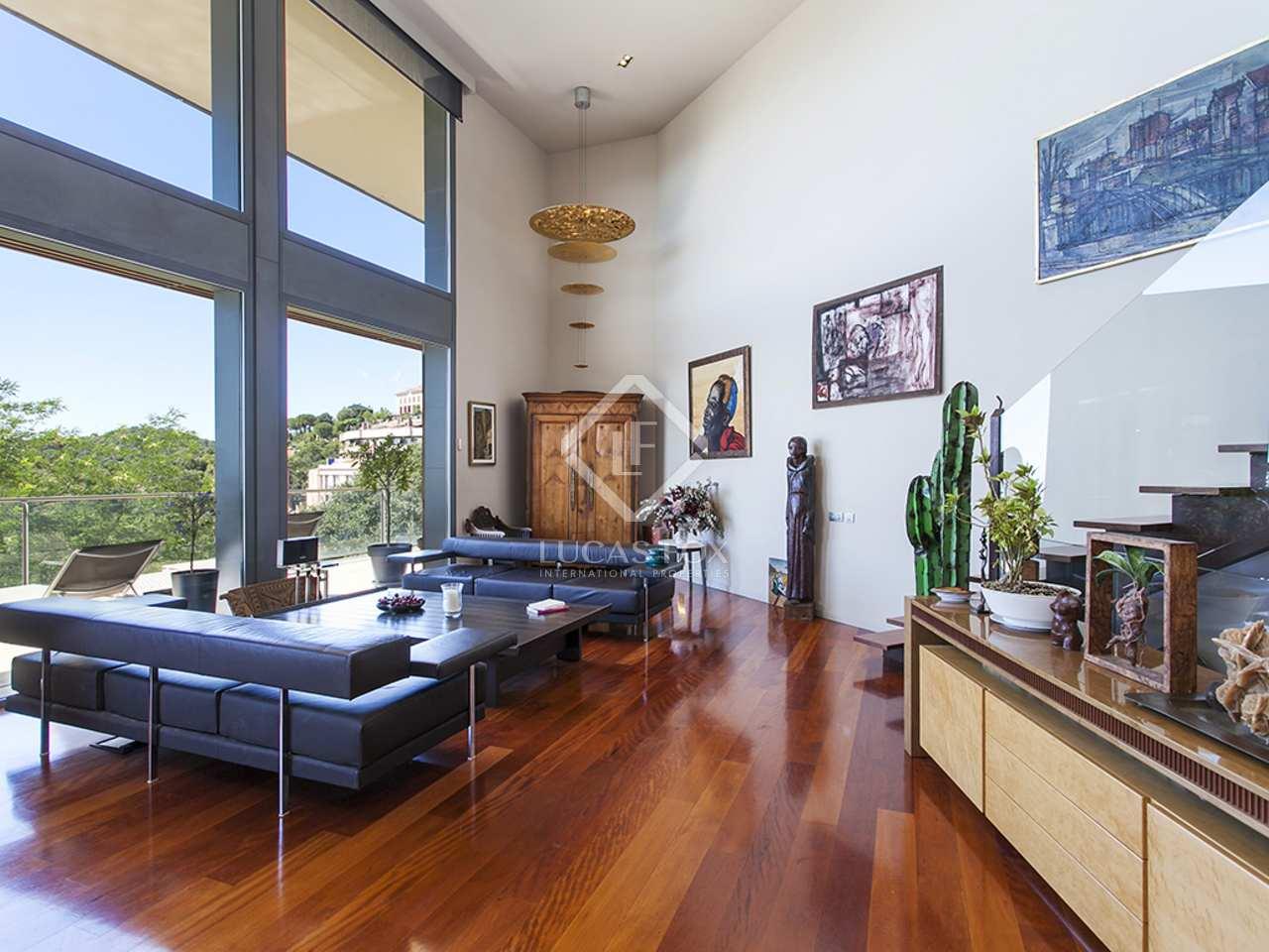 Casa de dise o en alquiler con jard n y vistas a barcelona for Alquiler casa jardin barcelona