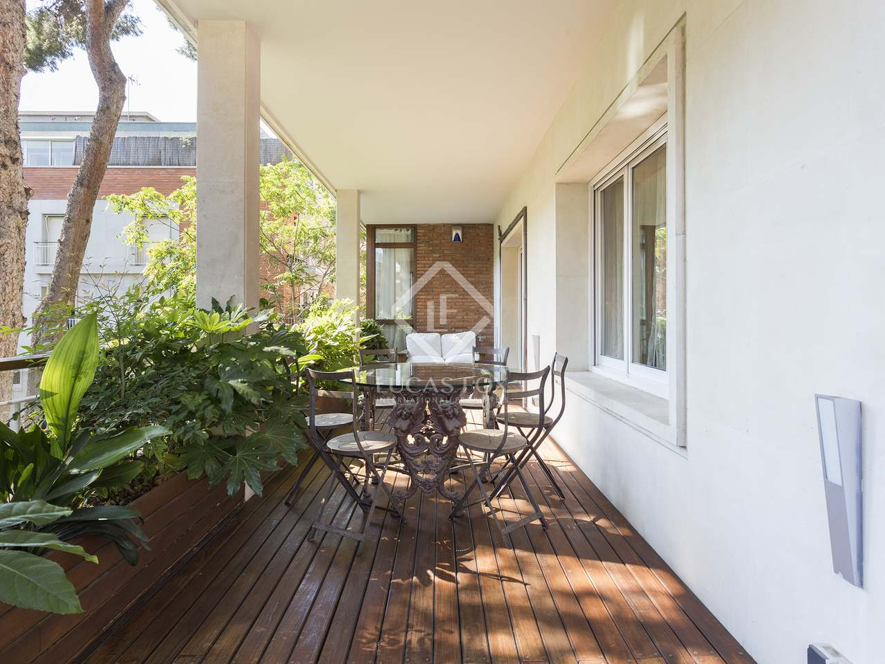5 bedroom apartment with a terrace in the exclusive area of turó park