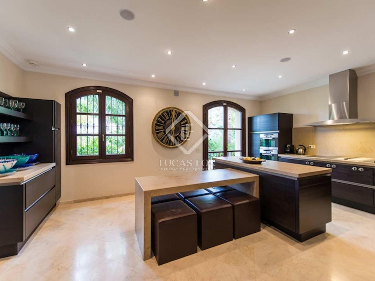 Exclusive luxury 7 bedroom villa for sale in los monteros for Cocinas de lujo madrid