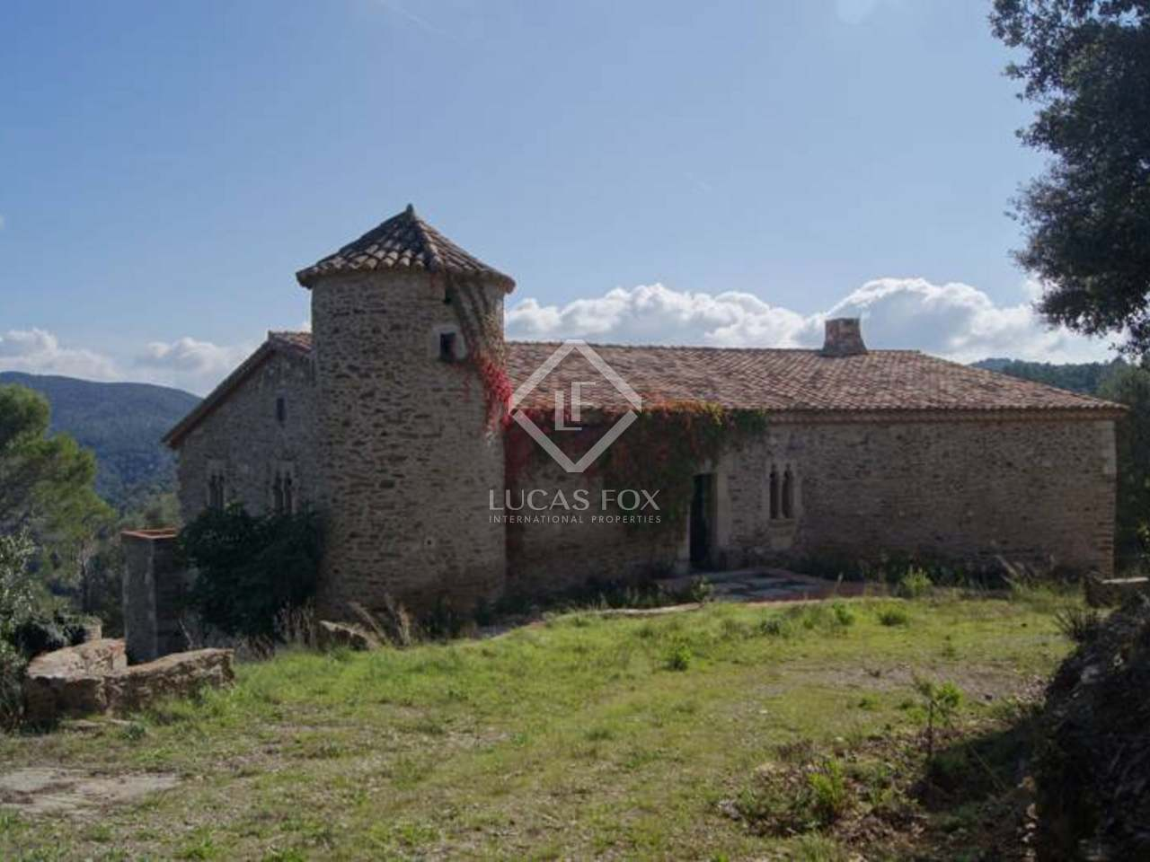 2 Bedrooms House For Rent Castle For Sale In Les Gavarres Near Girona City