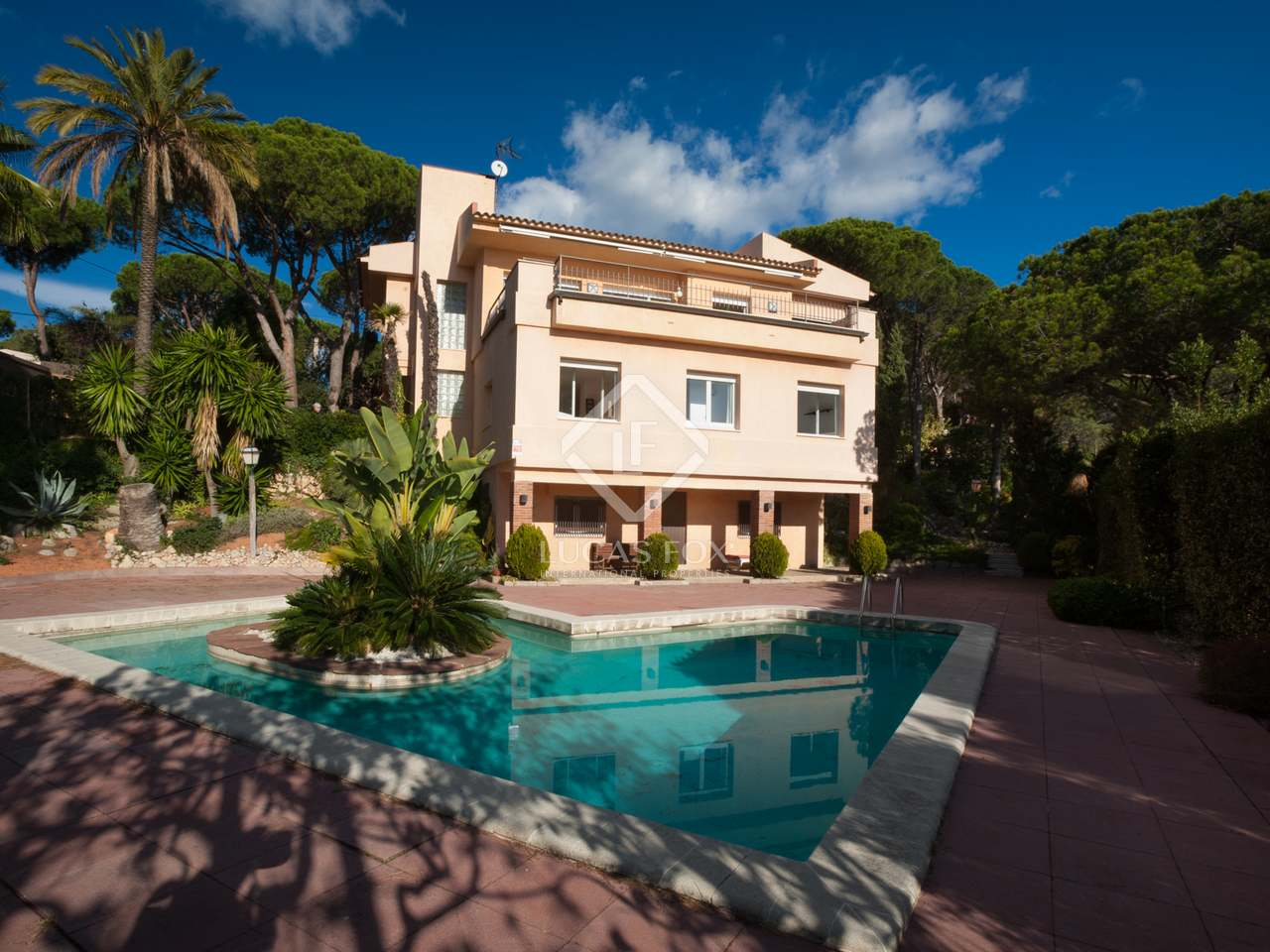 5 Bedroom Villa With Pool For Sale In Cabrils