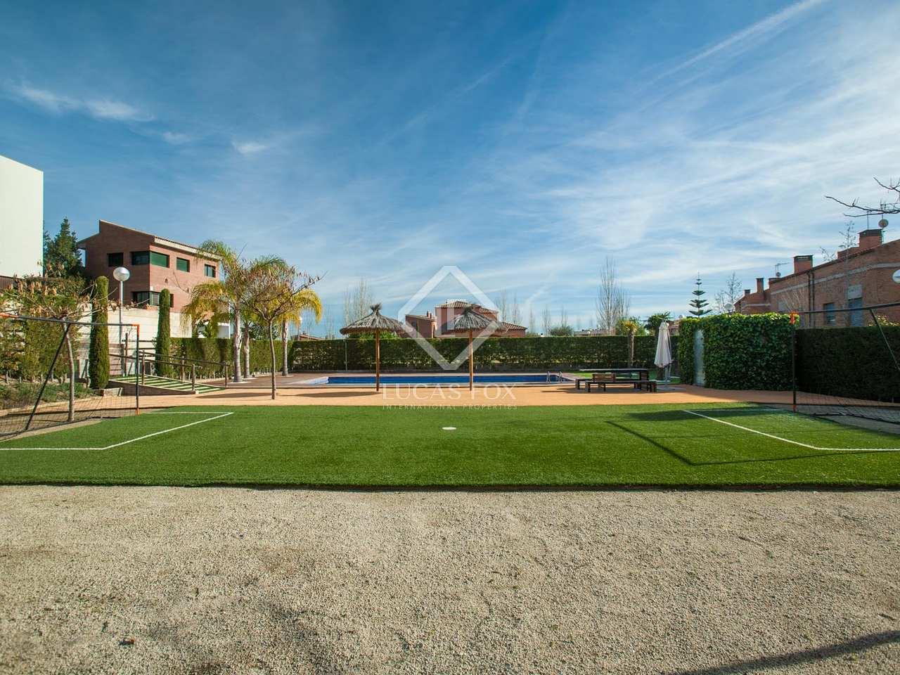 Casa moderna de 4 dormitorios en venta en tiana for Jardin villa bonita culiacan