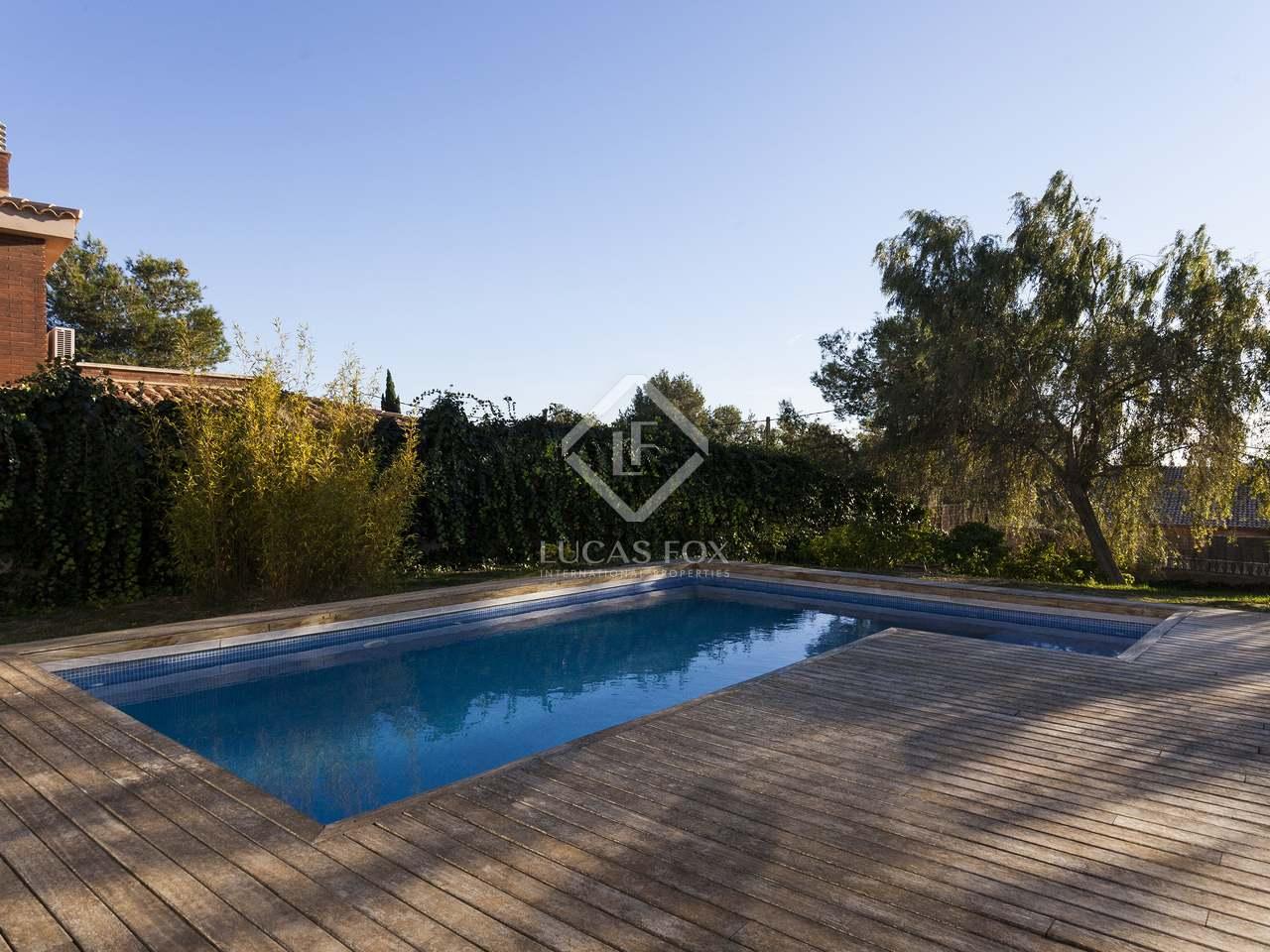 Casa de 241m con jard n y piscina en venta en olivella for Piscina sitges
