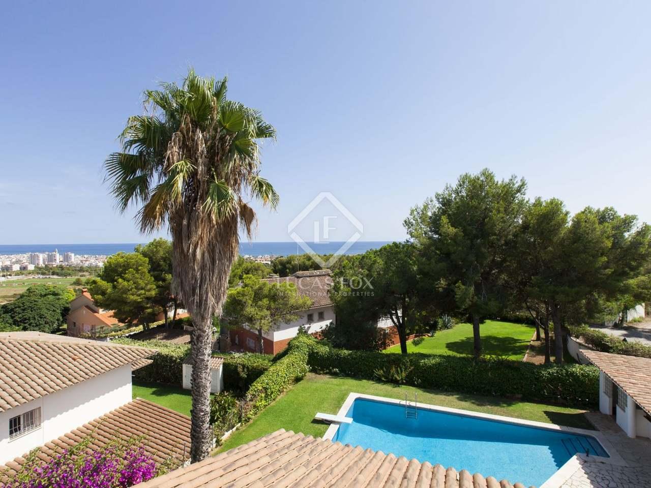 Villa classique santa barbara vendre avec de superbes for Prix piscine waterair barbara