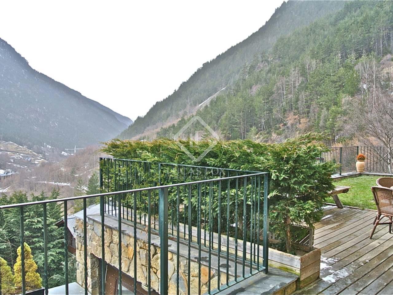 Fabuleux chalet alpin avec piscine chauff e en vente ordino for Piscine andorre