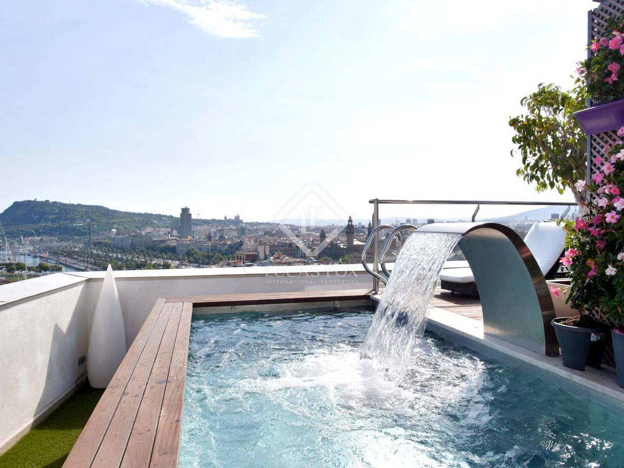Penthouse en vente ciutat vella barcelone for Appart hotel barcelone avec piscine