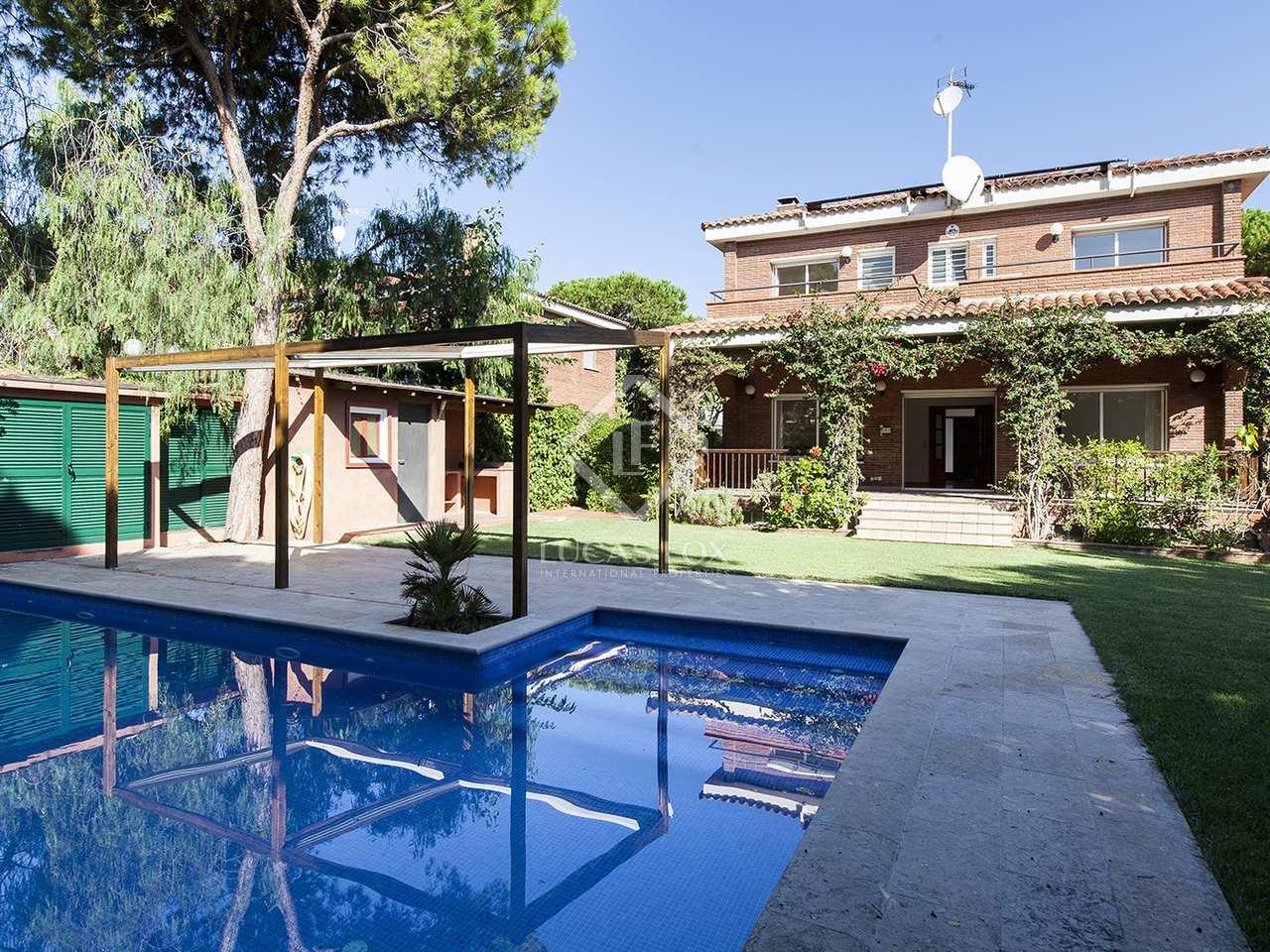 Maison villa de 488m a louer castelldefels barcelone - Location maison piscine barcelone ...