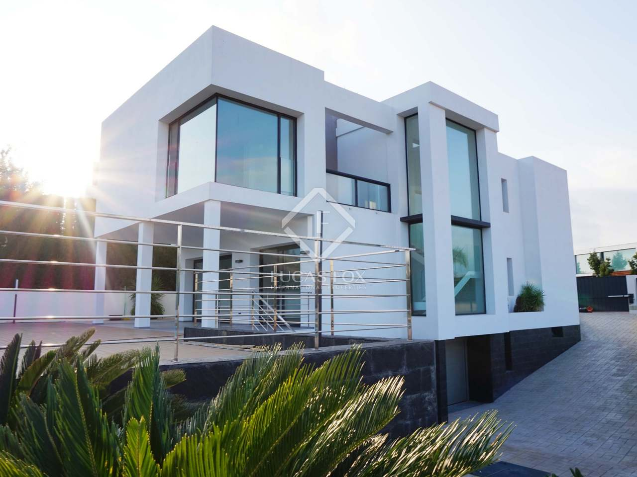 Minimalist golf villa with 4 bedrooms for sale in b tera for Minimalist homes for sale