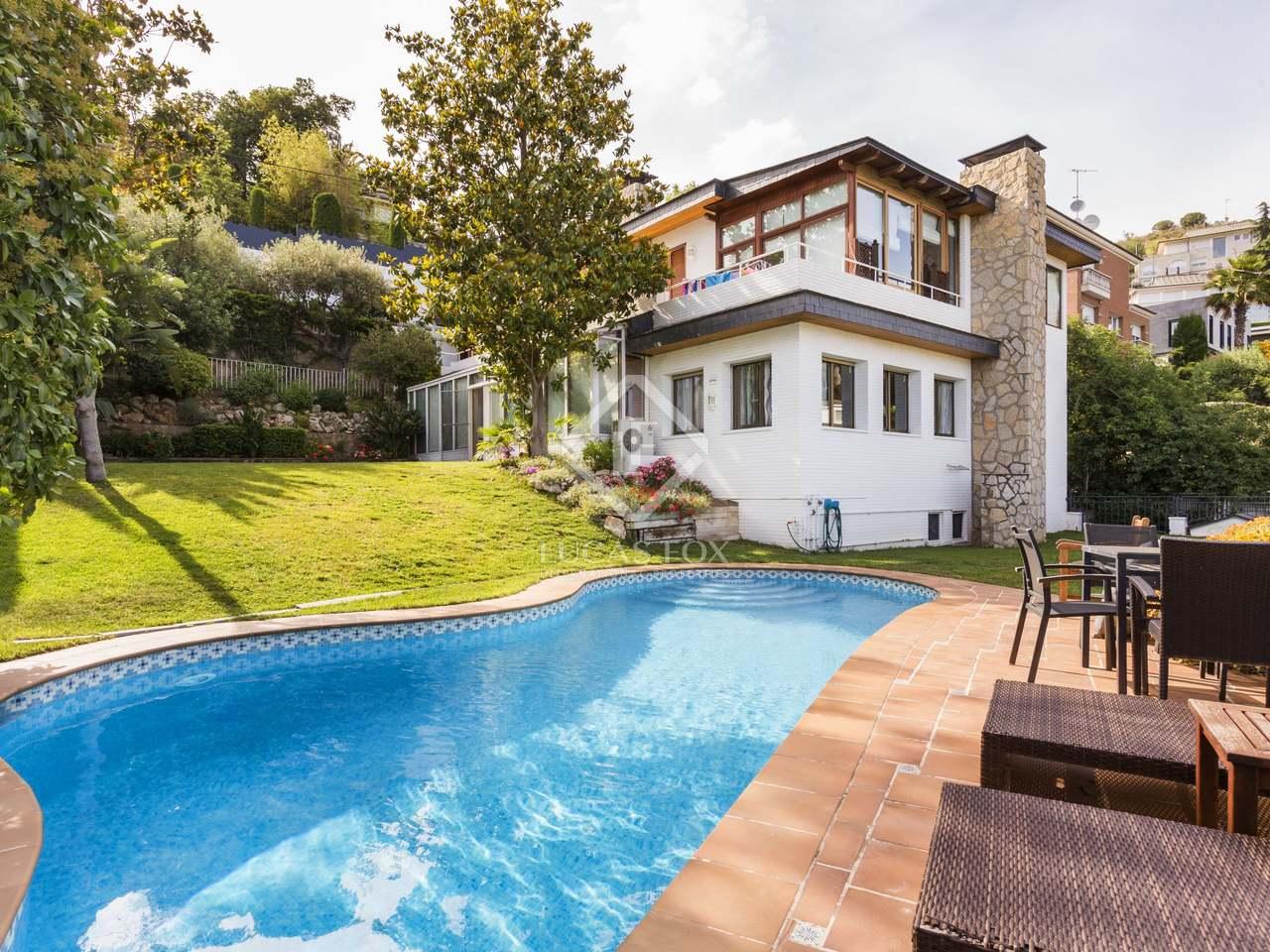 Casa de 5 dormitorios con piscina en venta en ciudad diagonal for Casas con piscina baratas barcelona